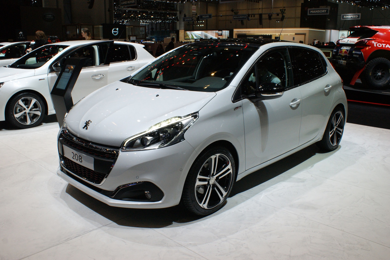 Продажа и замена автостекол Peugeot 208. Лобовое стекло Peugeot 208, боковое стекло Peugeot 208, заднее автостекло Peugeot 208. 89196022100