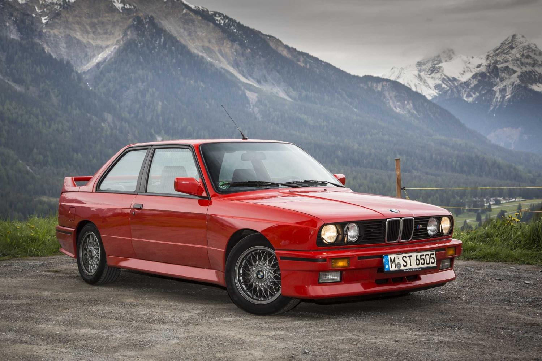Продажа и замена заднего правого стекла BMW 3 E30