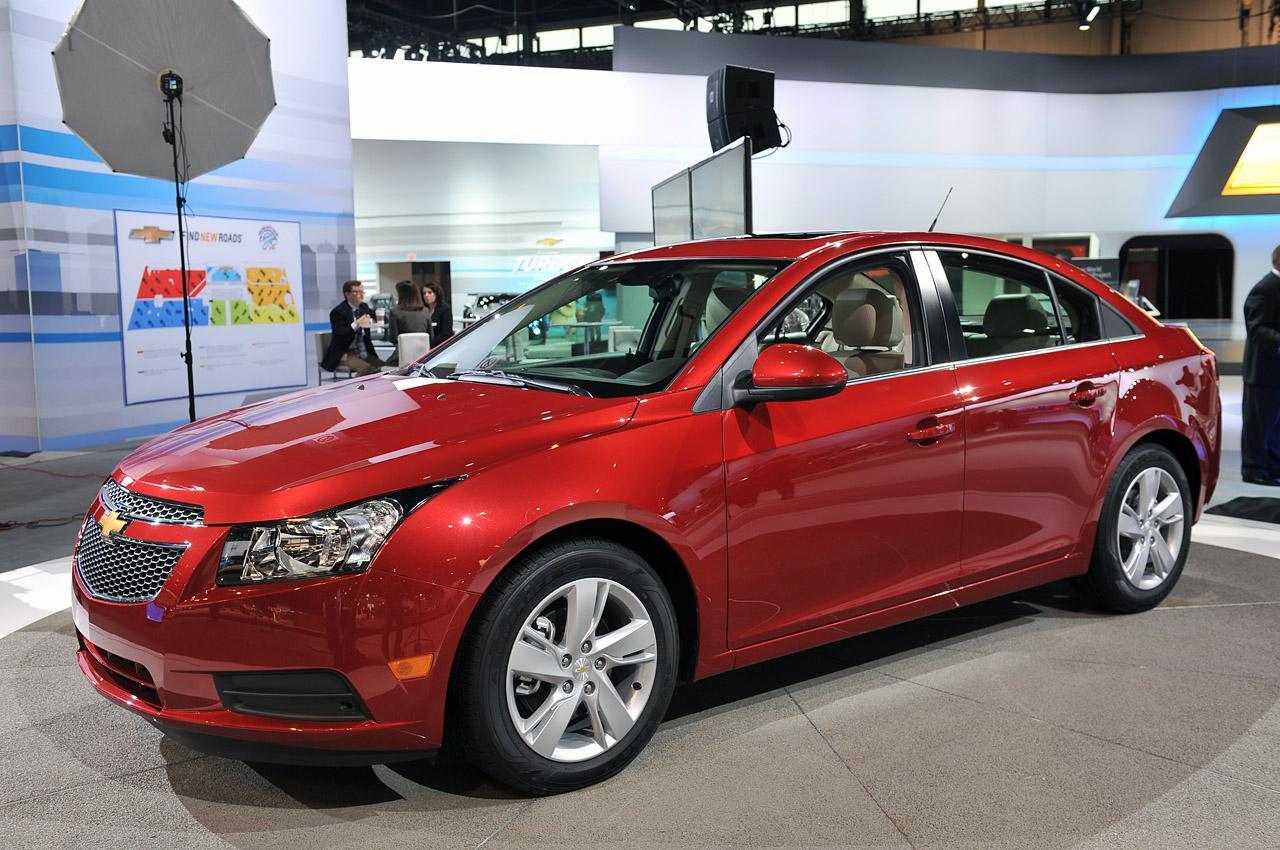 Замена заднего левого стекла Chevrolet Cruze