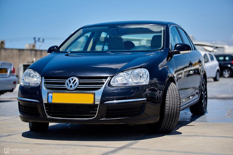Лобовое стекло VW Jetta V