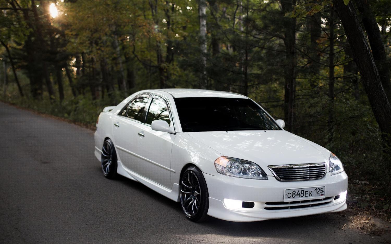 Лобовое стекло Toyota Mark 2. Продажа и замена в Уфе.